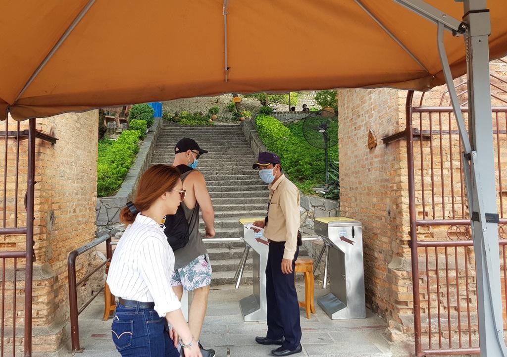 Nha Trang: Mùa lễ 30/4, chủ khách sạn 'ngóng' khách - Ảnh 5.