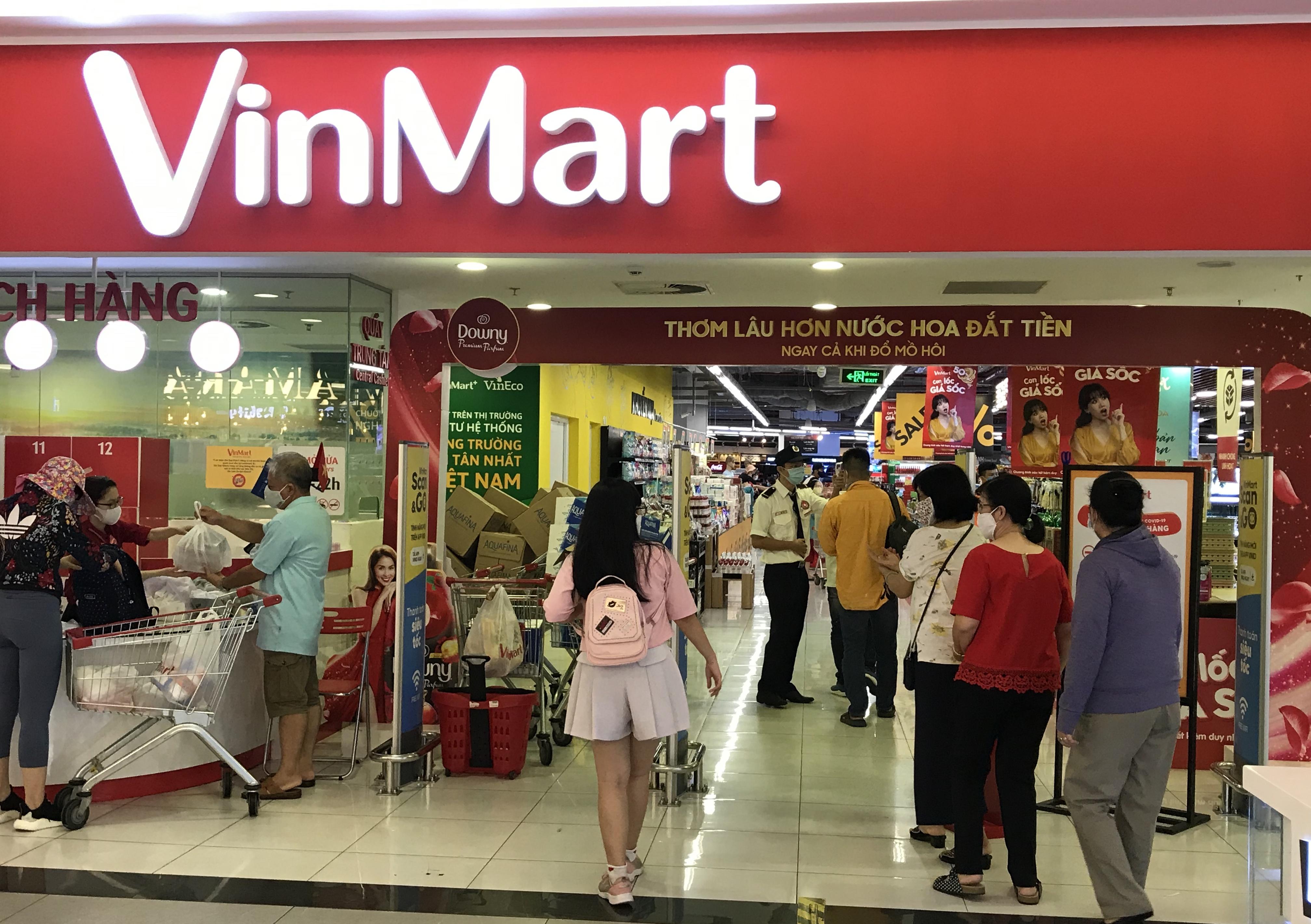 Siêu thị đông đúc cuối tuần, người Sài Gòn mua thịt heo, hải sản giảm giá đến 20.000-60.000 đồng/kg ăn lễ - Ảnh 12.
