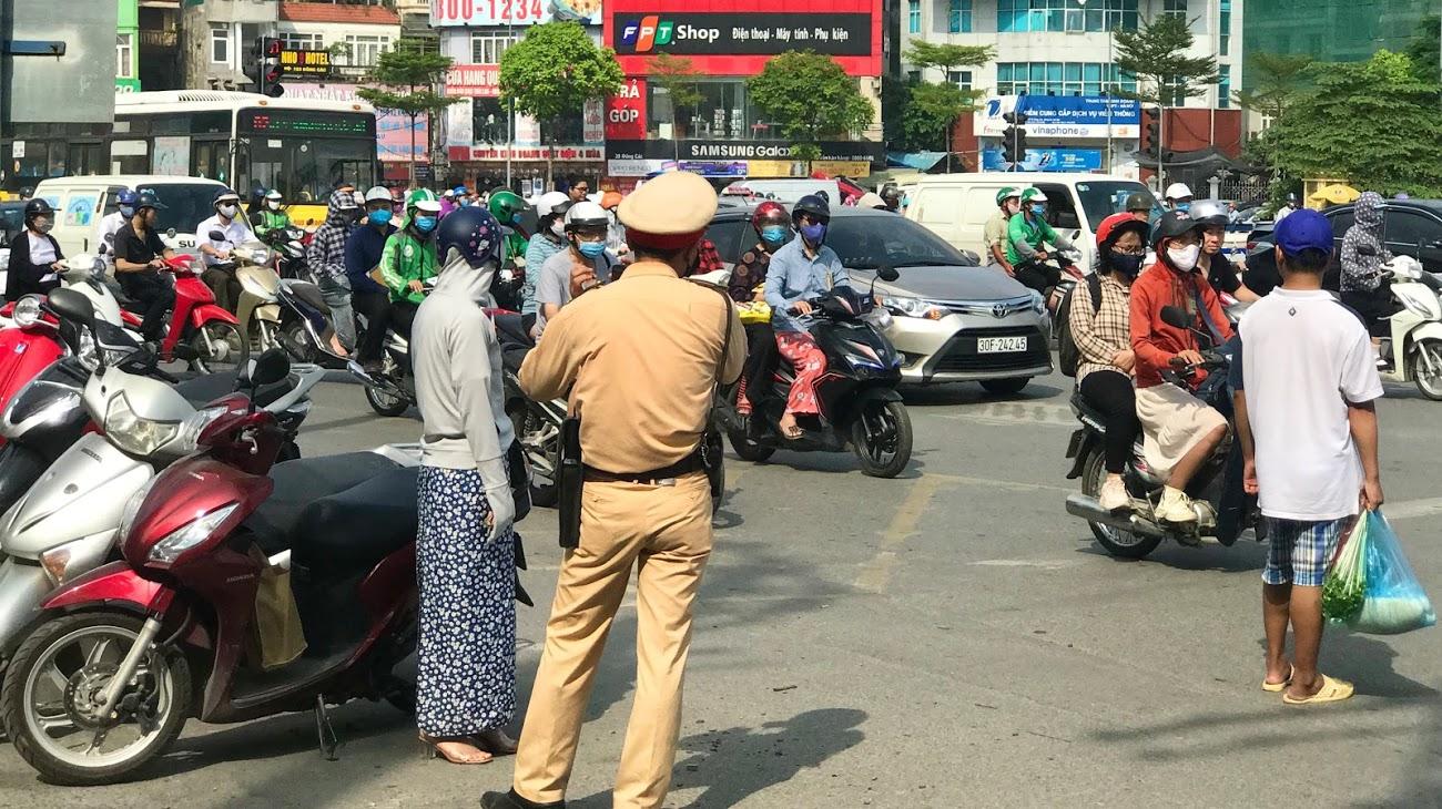 Nút giao thông dễ bị phạt ở Hà Nội: Giải mã 'ma trận' Ngã bảy Ô Chợ Dừa - Ảnh 5.