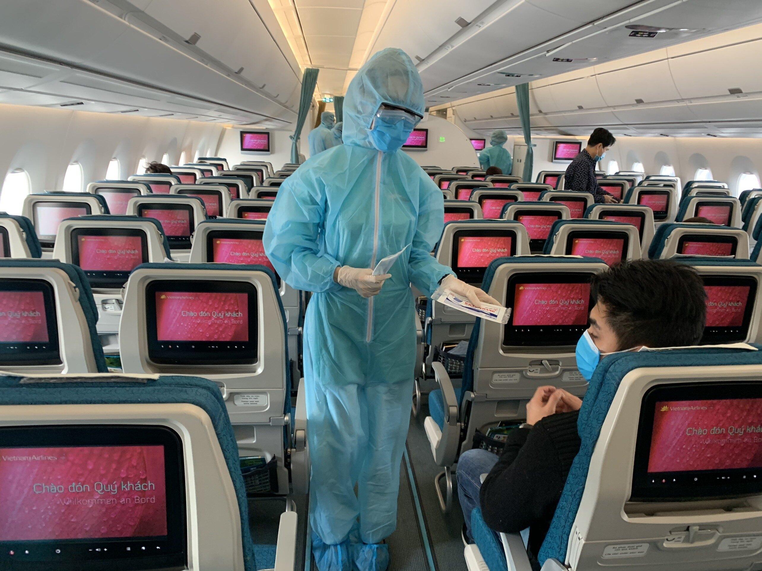 Nhiều chuyến bay đưa người Việt hồi hương tránh dịch sắp cất cánh - Ảnh 1.
