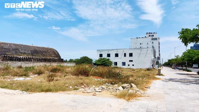 Cận cảnh các khu đất 'có yếu tố nước ngoài' ven biển, sân bay ở Đà Nẵng - Ảnh 2.