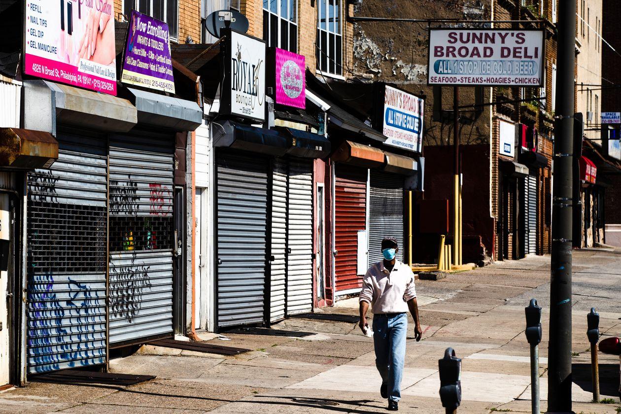 Gần 50% hộ gia đình Mỹ mất thu nhập kể từ khi áp dụng lệnh phong tỏa - Ảnh 1.