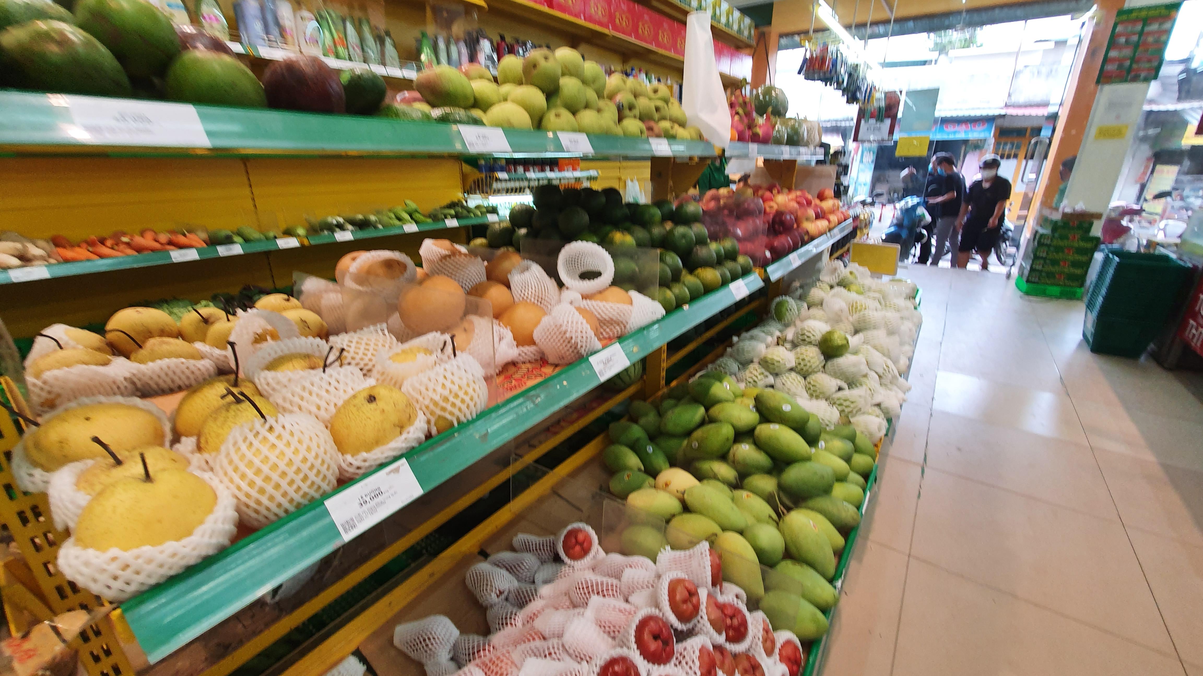 Trái cây miền Tây giá chỉ 1.000 đồng/kg tại vườn, lên chợ lẻ bán gấp 10 - Ảnh 3.