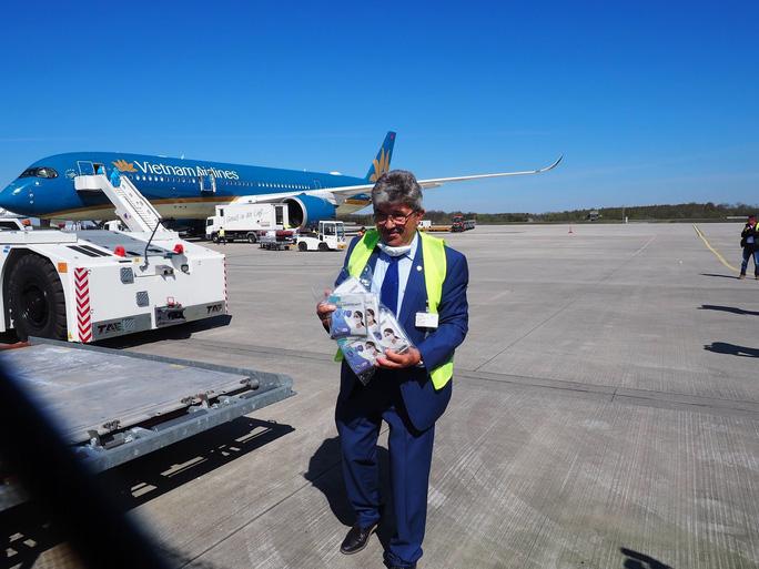 Bật mí quá trình hô biến máy bay chở khách thành chở hàng hóa - Ảnh 1.
