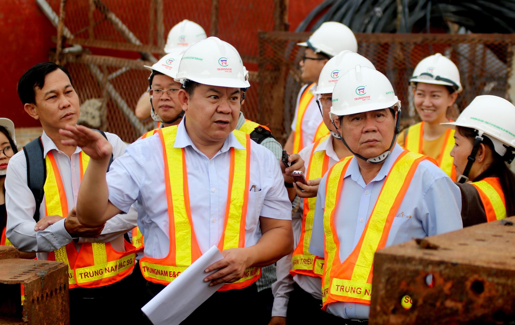 Chủ tịch UBND TP HCM thị sát dự án chống ngập 10.000 tỉ đồng - Ảnh 1.
