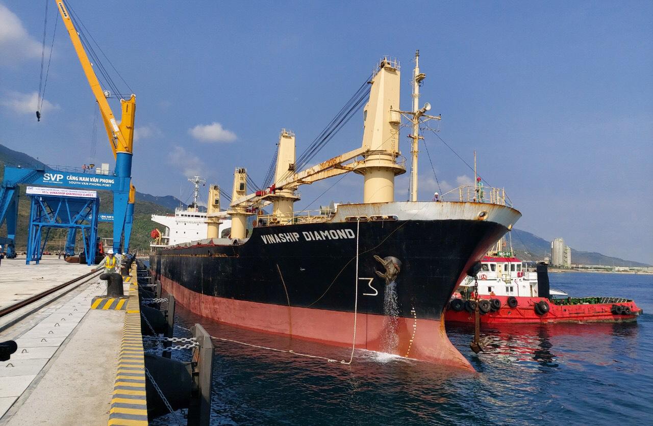 Cận cảnh cảng biển nghìn tỉ trong Khu kinh tế Vân Phong  - Ảnh 4.