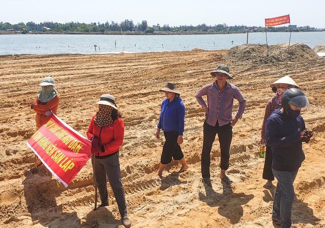 Ngư dân bị chặn đường đánh bắt vì dự án lấp vịnh làm khu đô thị - Ảnh 1.