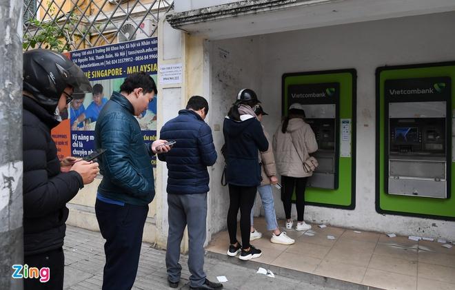 Người dân đang rút bớt tiền trong tài khoản thanh toán - Ảnh 1.