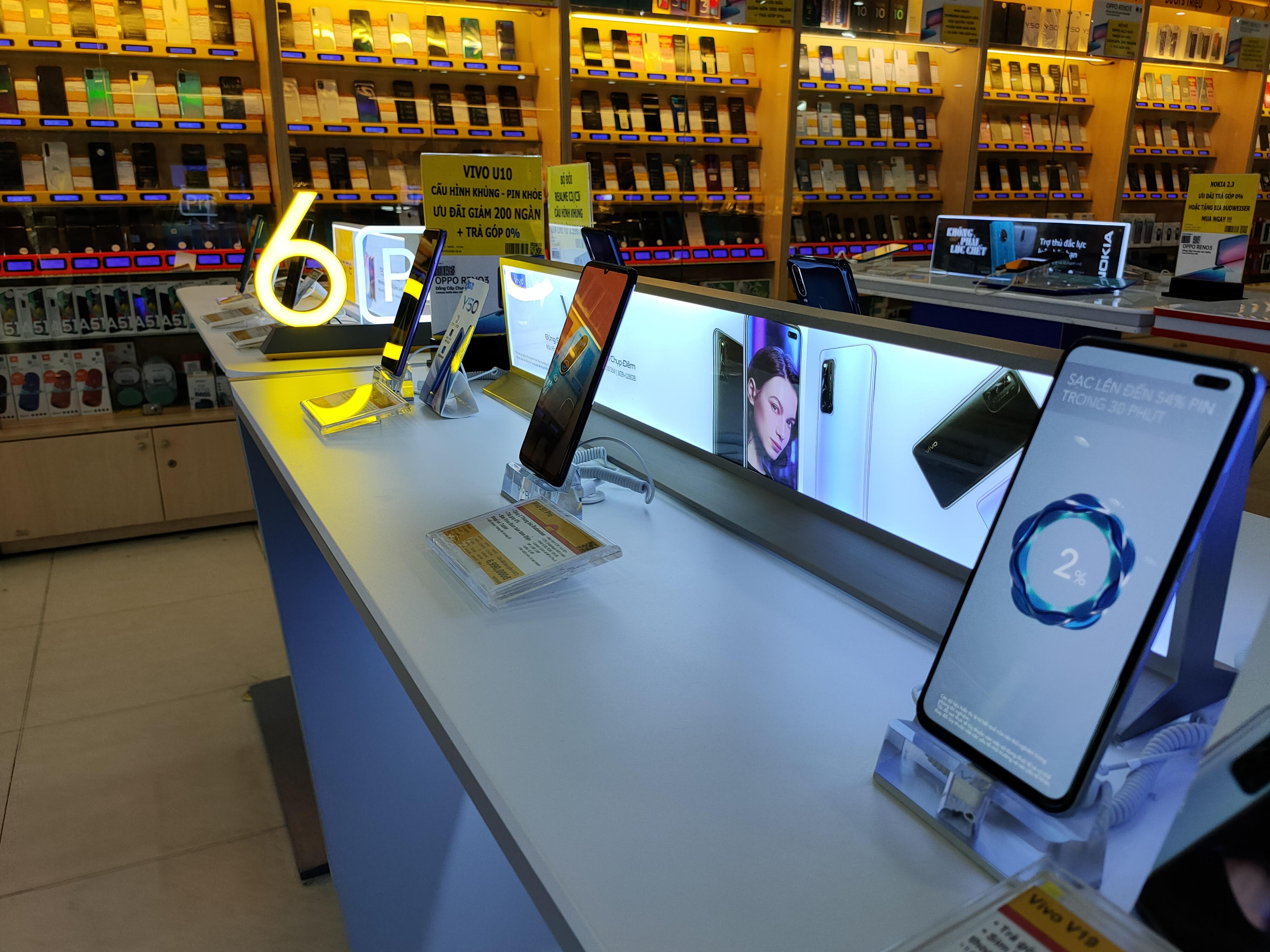 Android và iPhone tiếp tục biến động trong chương trình điện thoại giảm giá - Ảnh 2.