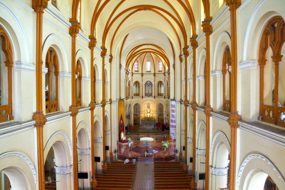 Nhà thờ Đức Bà Sài Gòn nằm trong danh sách 19 thánh đường đẹp nhất thế giới  - Ảnh 2.