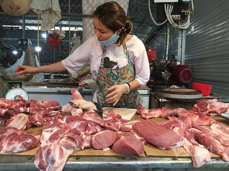Thịt lợn cao chót vót, dân bớt khẩu phần, chợ ế chưa từng có - Ảnh 1.