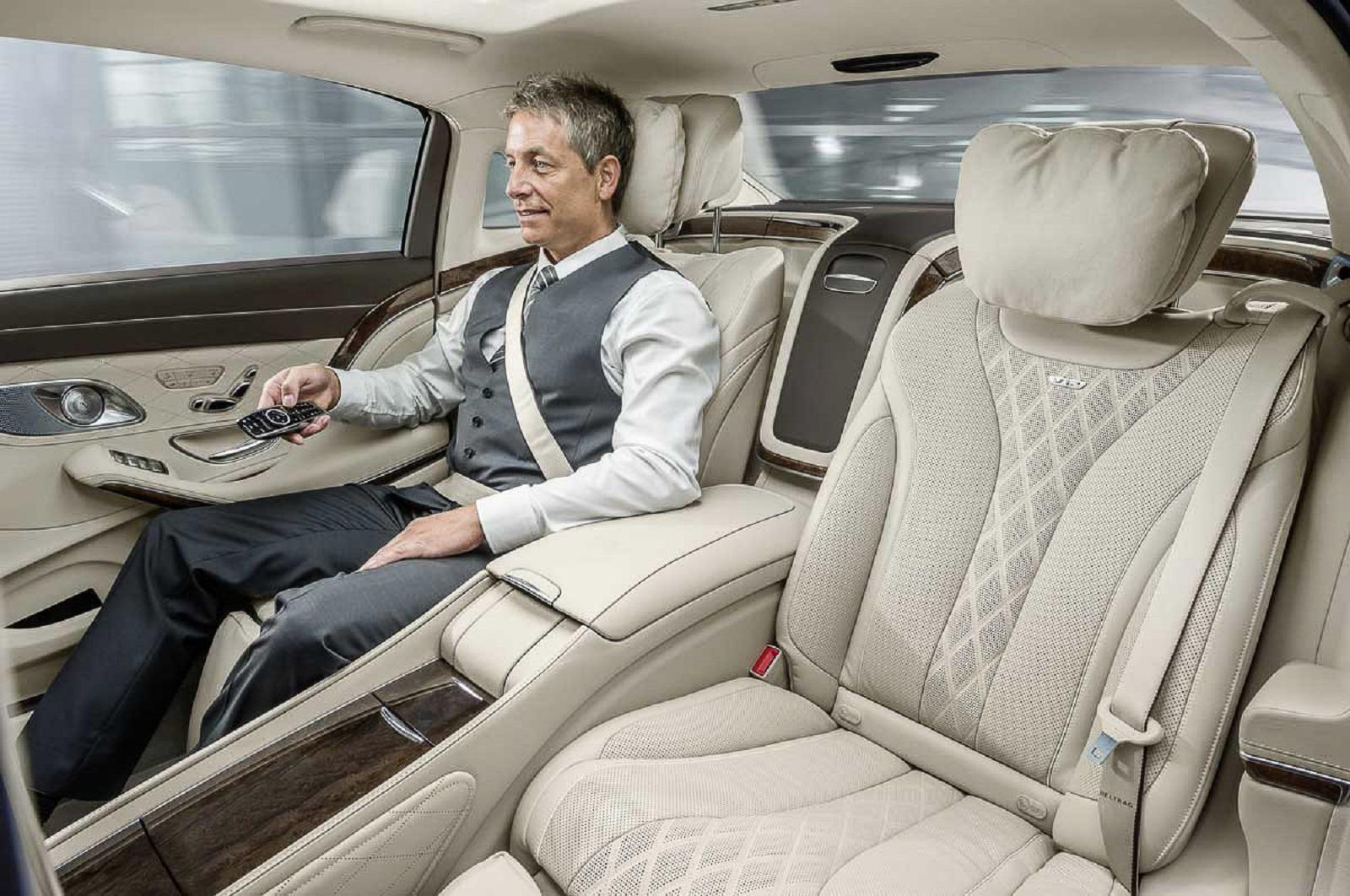 Giao tiếp khéo léo trong việc chọn vị trí ngồi trên xe ô tô khi đi cùng sếp - Ảnh 1.