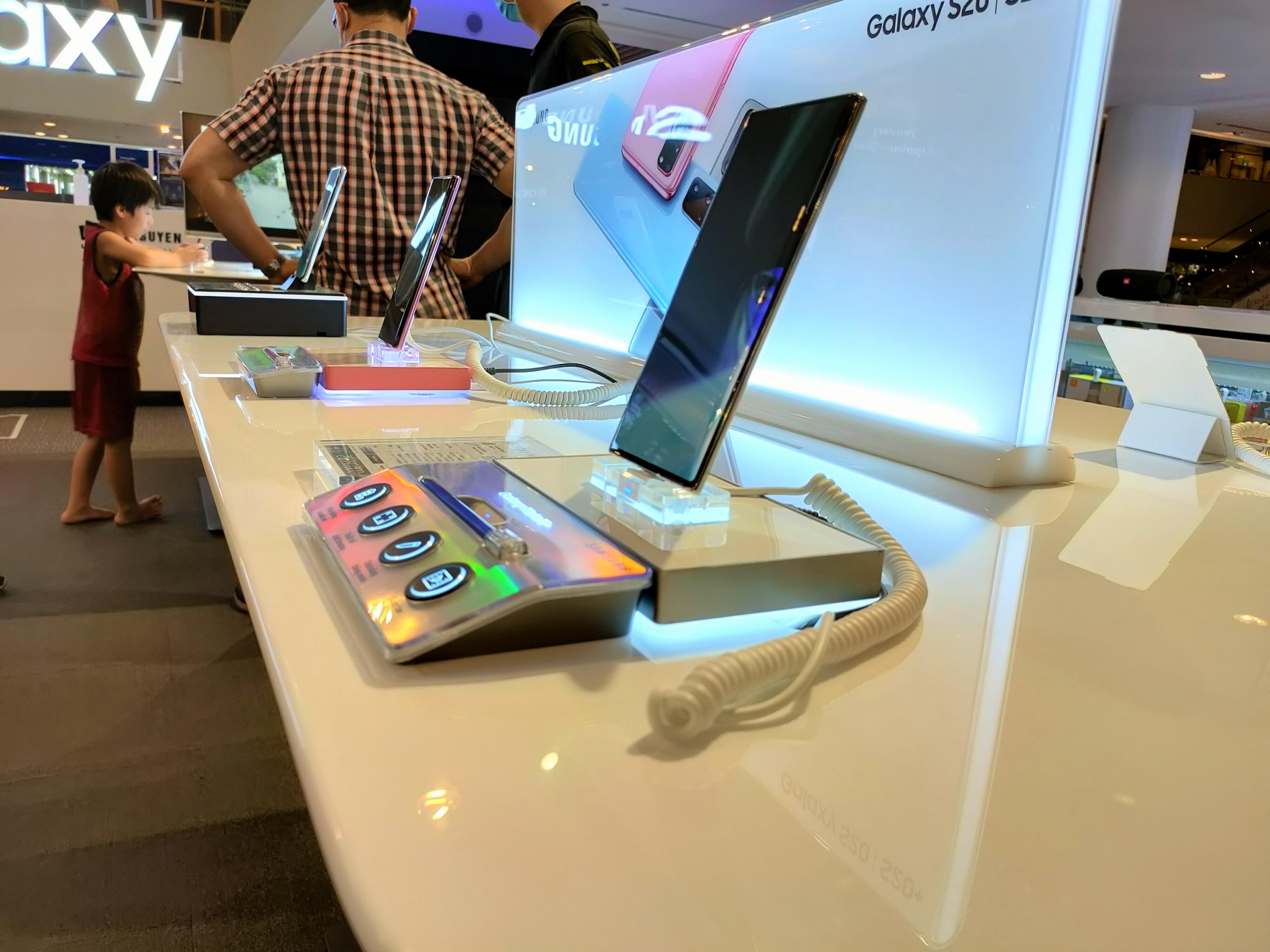 iPhone và Samsung tiếp tục nhận ưu đãi trong chương trình điện thoại giảm giá - Ảnh 1.