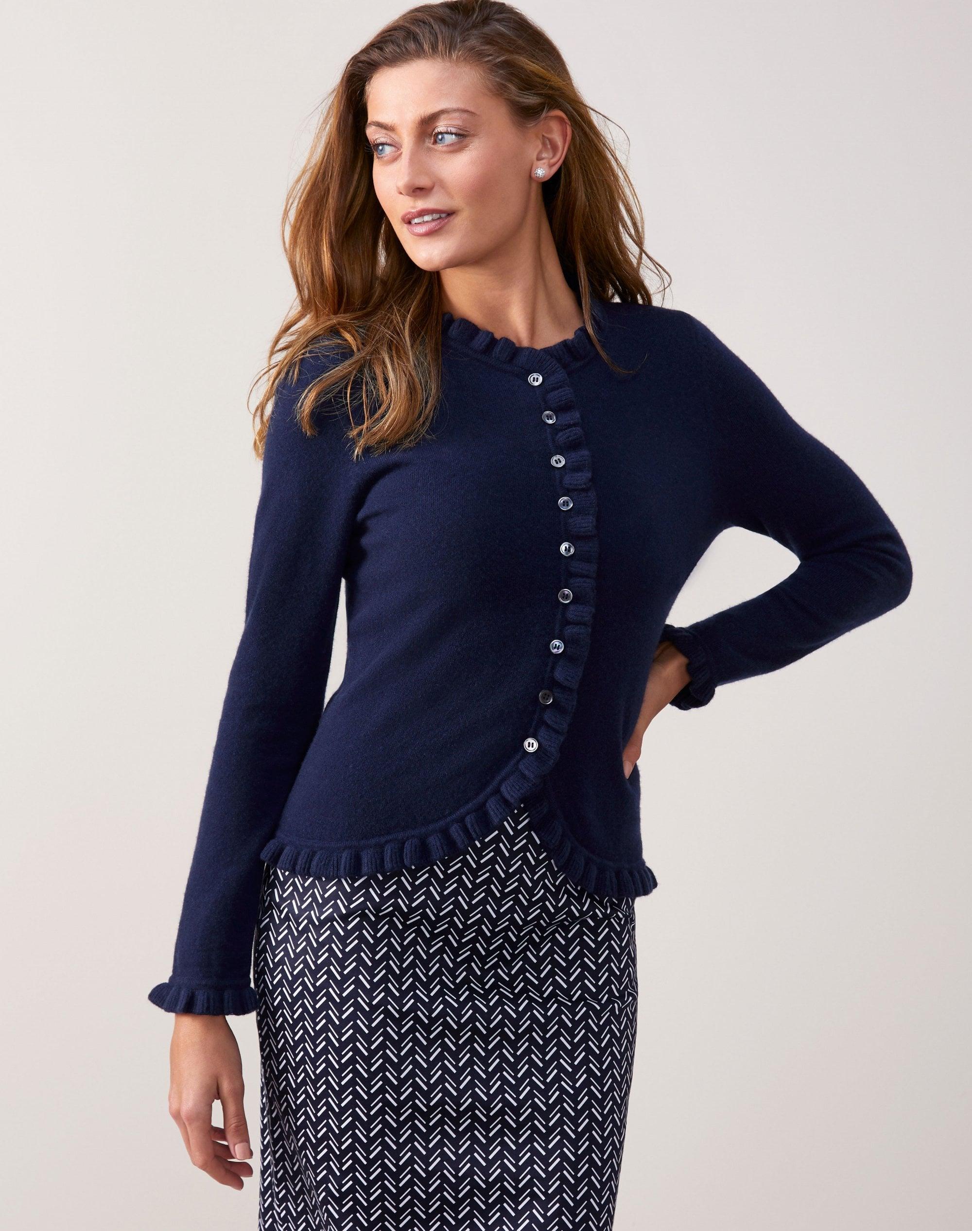 Ăn mặc để thành công: Trang phục phỏng vấn xin việc cho nữ giới - Ảnh 3.