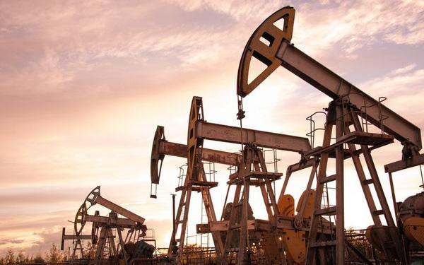Giá xăng dầu hôm nay 7/5: Duy trì giảm sản lượng, nhiên liệu tăng lên ngưỡng cao  - Ảnh 1.
