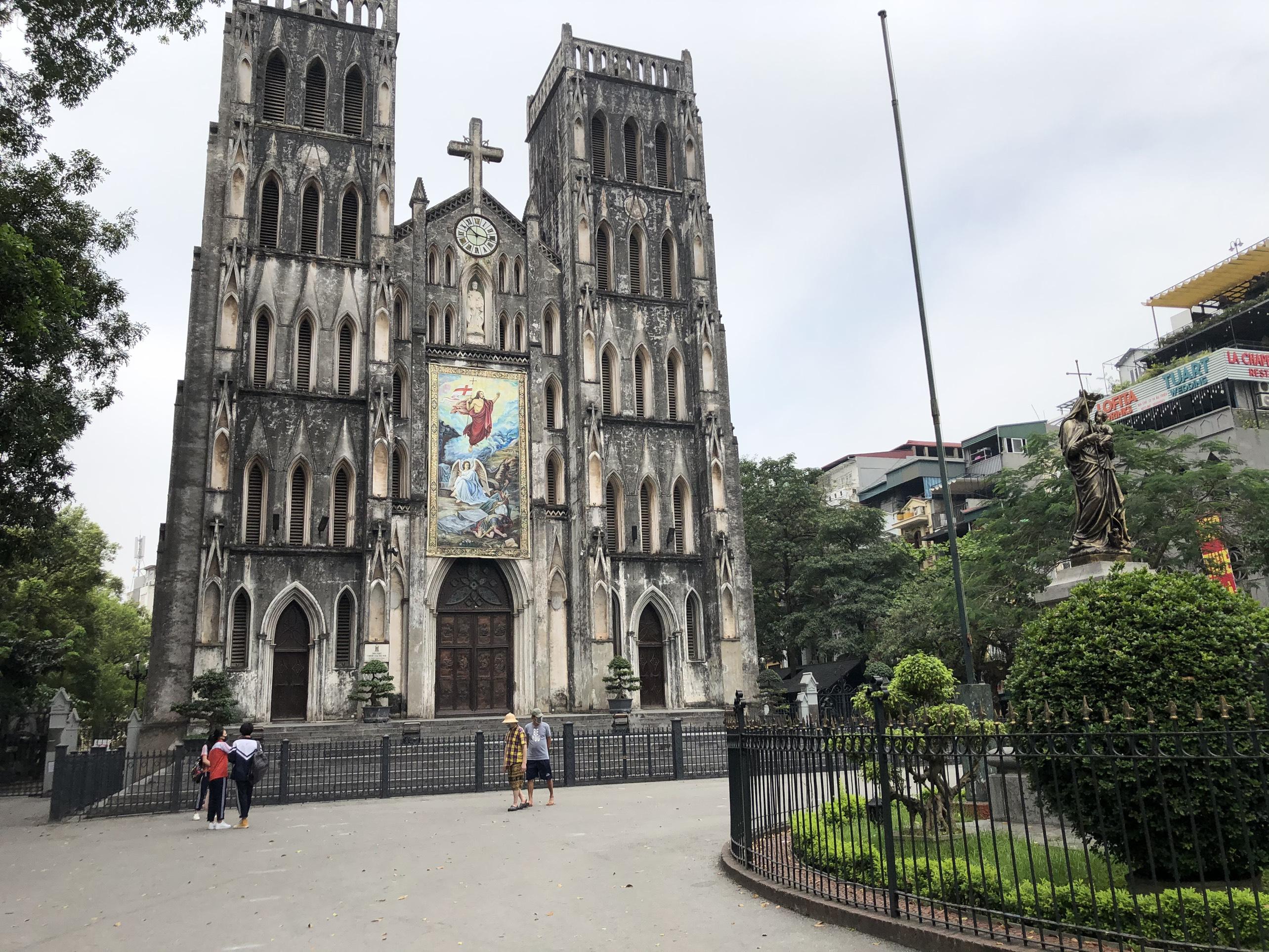 Mở cửa trở lại, một số điểm tham quan tại Hà Nội vẫn vắng khách du lịch - Ảnh 6.