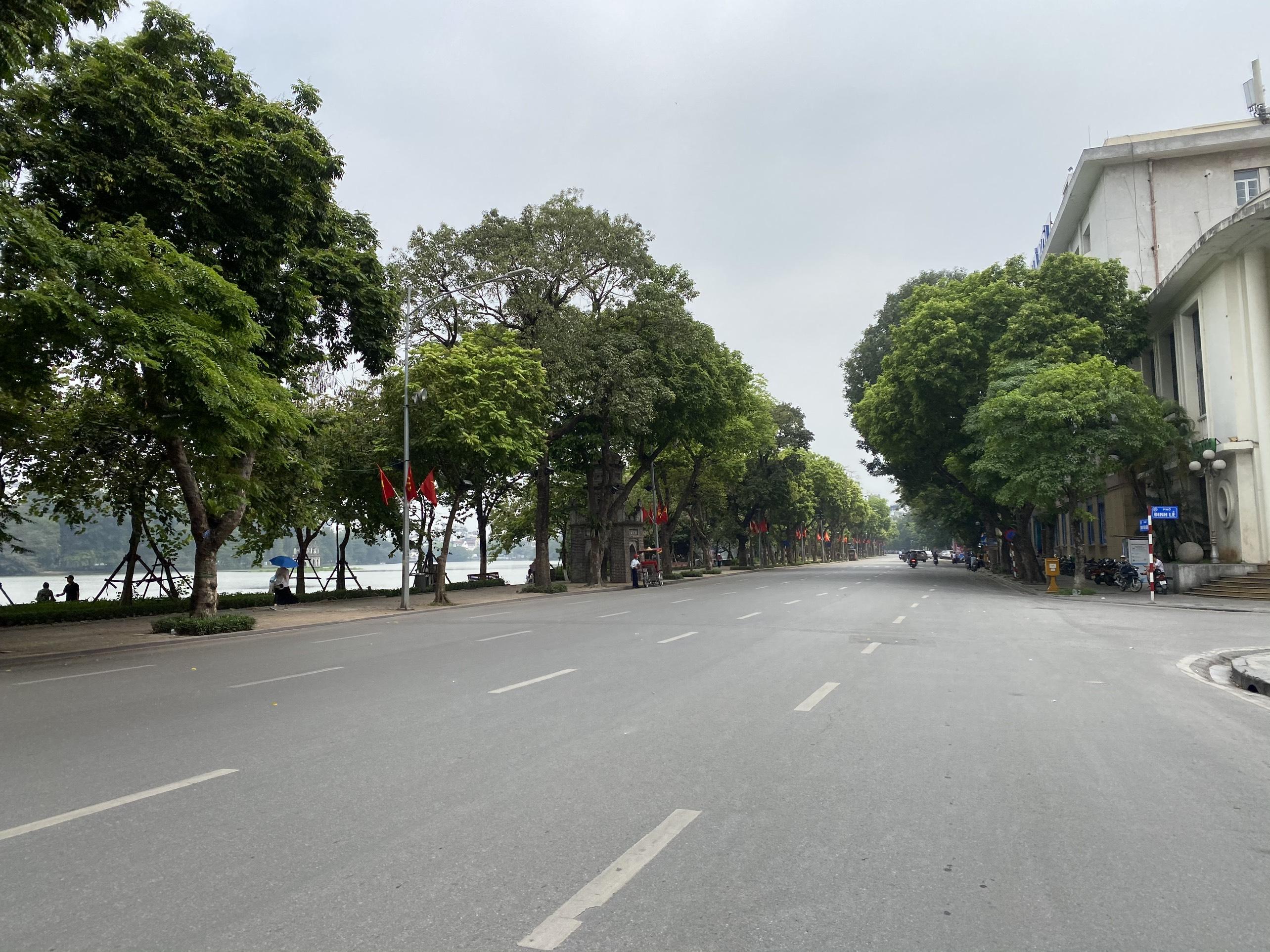 Mở cửa trở lại, một số điểm tham quan tại Hà Nội vẫn vắng khách du lịch - Ảnh 13.