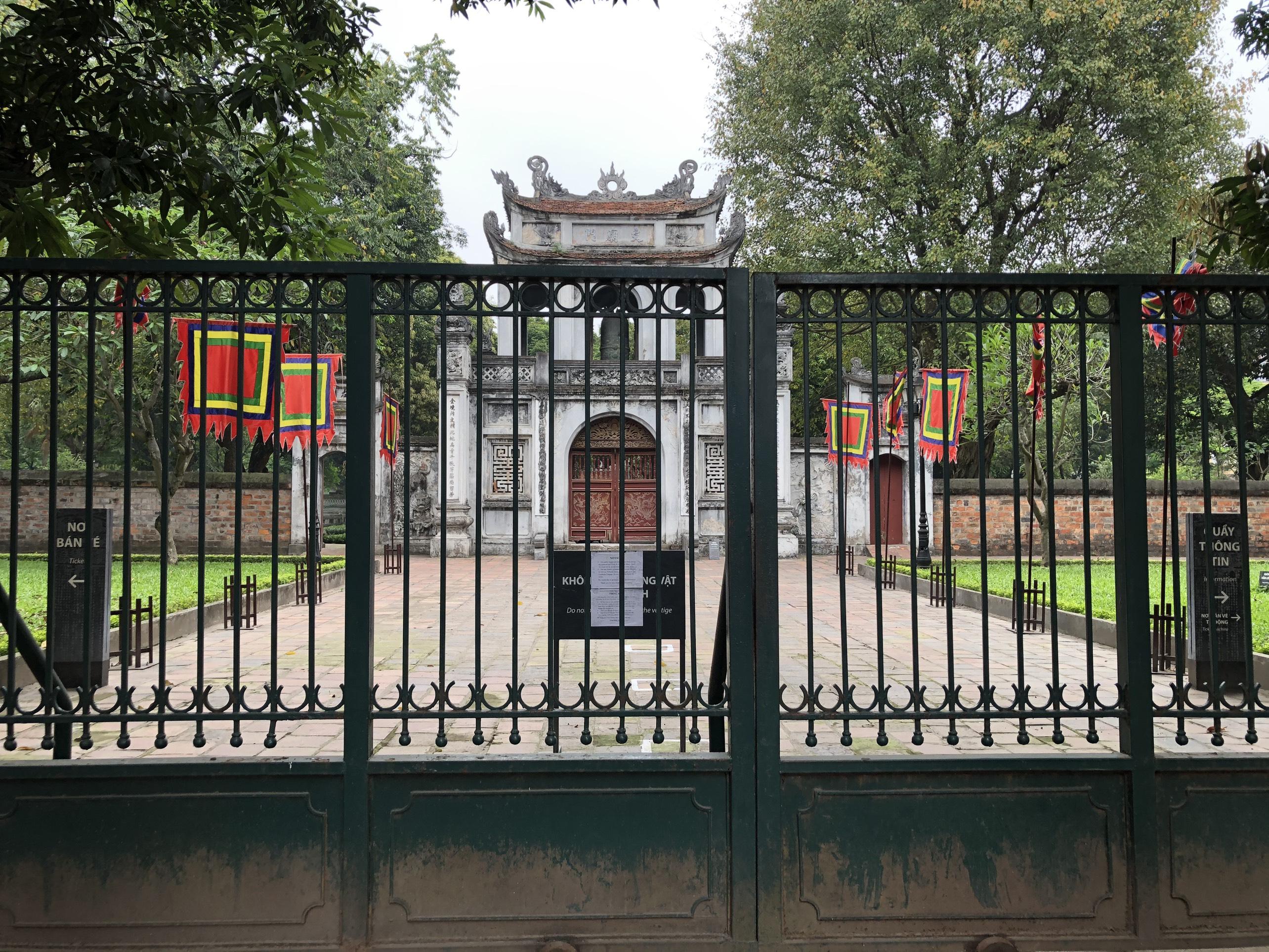 Mở cửa trở lại, một số điểm tham quan tại Hà Nội vẫn vắng khách du lịch - Ảnh 3.