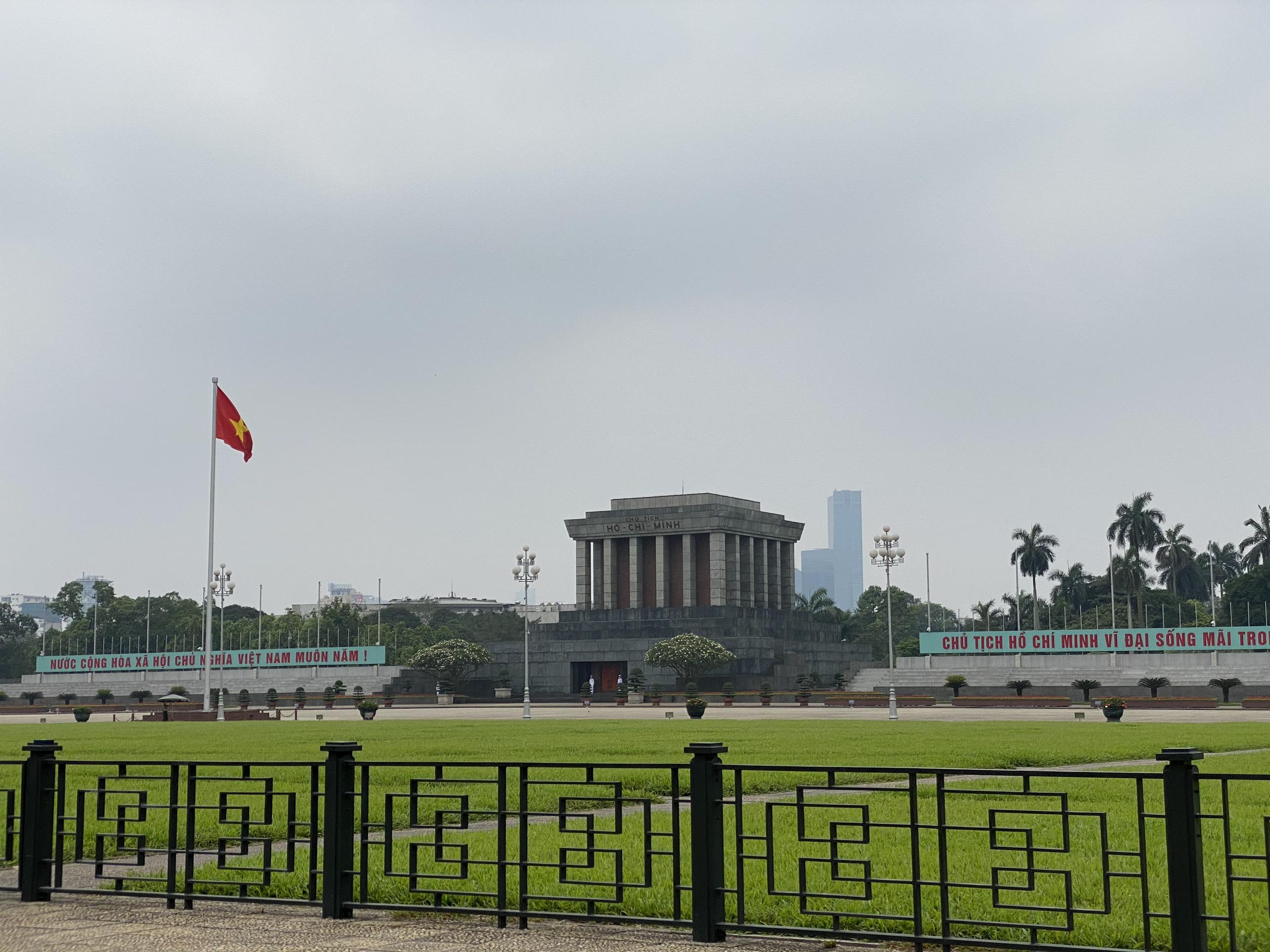 Mở cửa trở lại, một số điểm tham quan tại Hà Nội vẫn vắng khách du lịch - Ảnh 5.