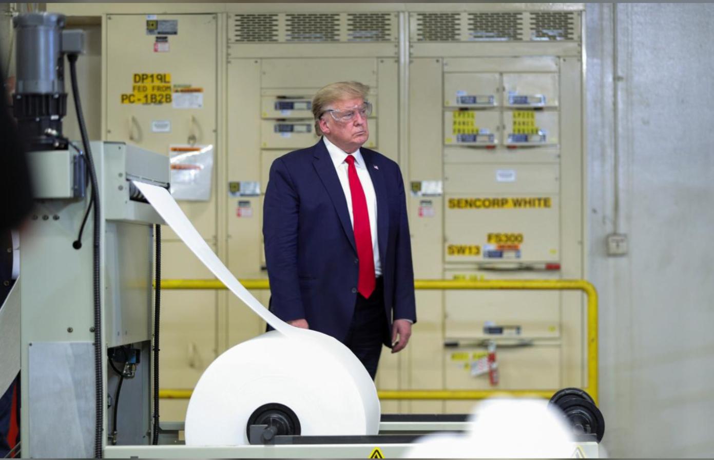 Tổng thống Trump đi thăm nhà máy sản xuất khẩu trang mới nhưng… không đeo khẩu trang - Ảnh 5.