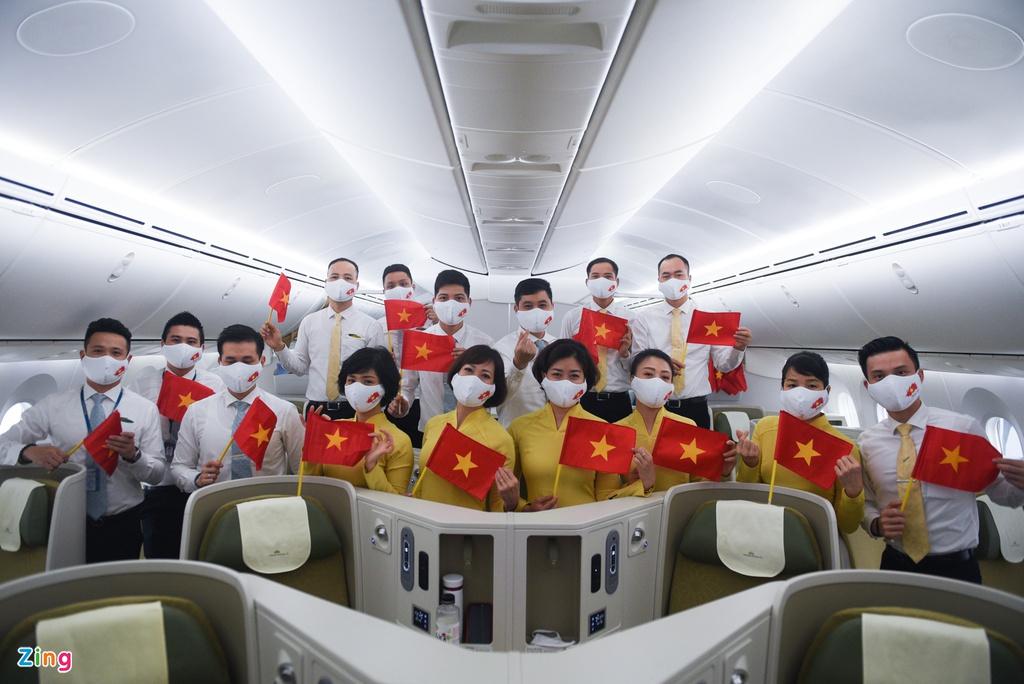 Chuyến bay lên đường tới Mỹ đưa 340 người Việt về nước - Ảnh 3.