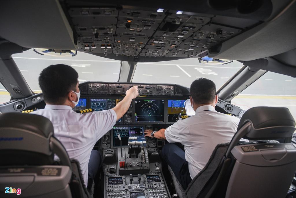 Chuyến bay lên đường tới Mỹ đưa 340 người Việt về nước - Ảnh 1.