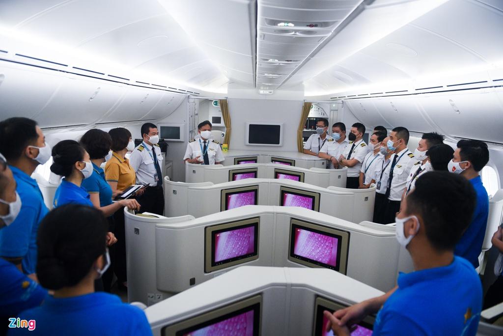 Chuyến bay lên đường tới Mỹ đưa 340 người Việt về nước - Ảnh 7.