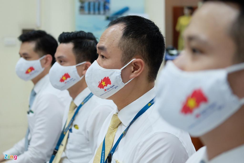 Chuyến bay lên đường tới Mỹ đưa 340 người Việt về nước - Ảnh 5.