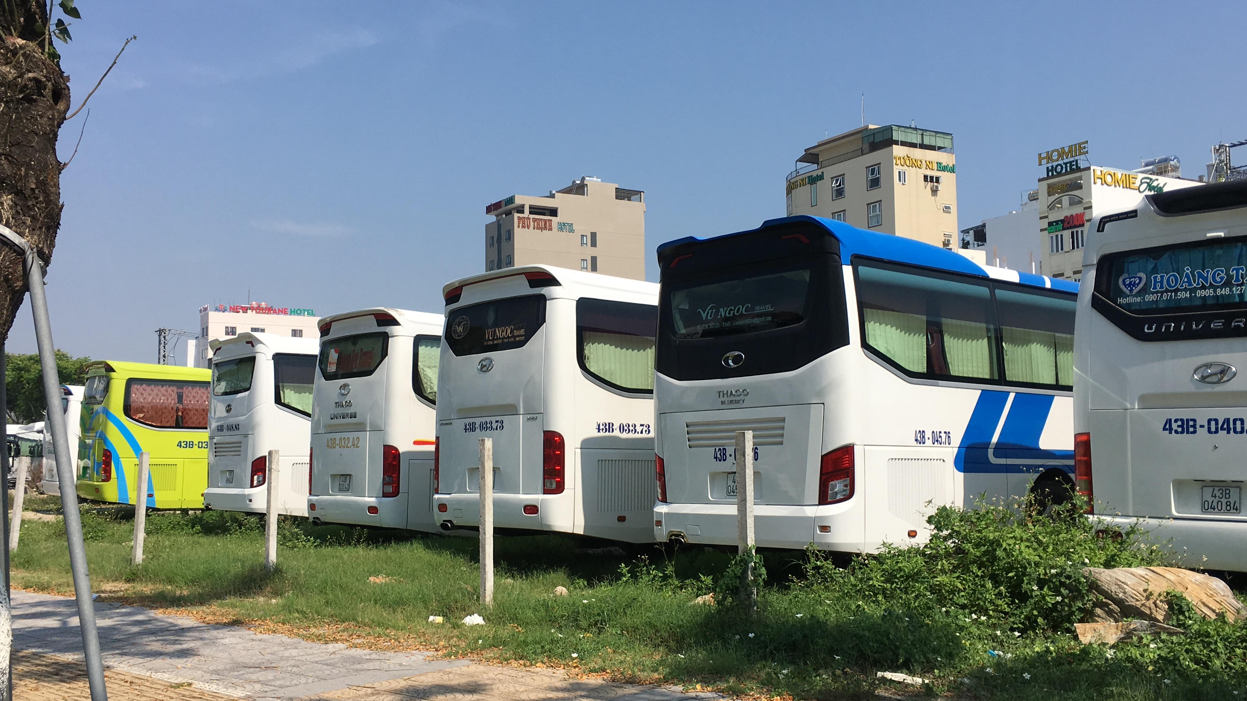 Đà Nẵng: Khách du lịch không đến, không chỉ có khách sạn mà người bán vỉa hè, hàng rong đến nhà hàng, phương tiện vận tải cũng chật vật theo - Ảnh 3.