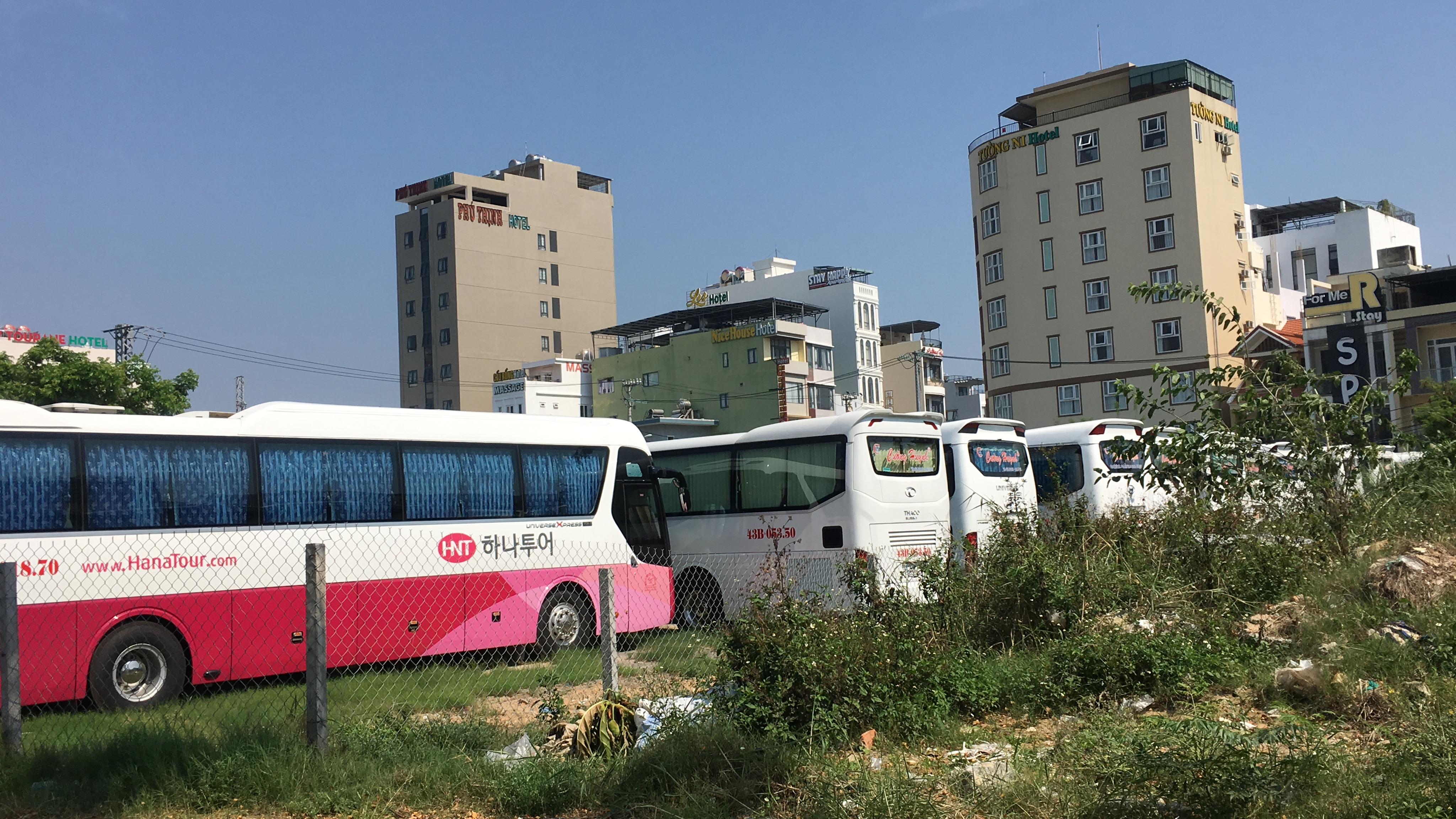 Đà Nẵng: Khách du lịch không đến, không chỉ có khách sạn mà người bán vỉa hè, hàng rong đến nhà hàng, phương tiện vận tải cũng chật vật theo - Ảnh 4.