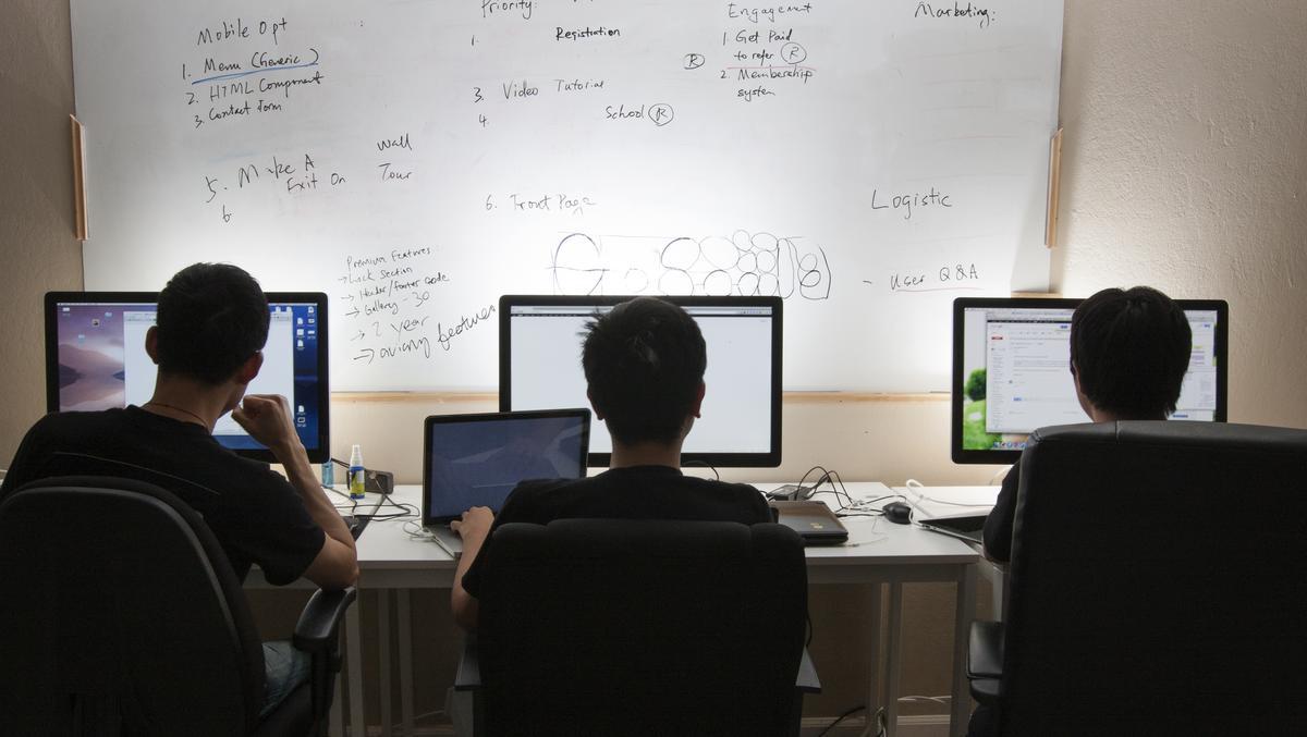 Tỉ lệ thất nghiệp Mỹ gia tăng khiến nỗi lo visa đè nặng người lao động châu Á trong các công ty công nghệ - Ảnh 4.