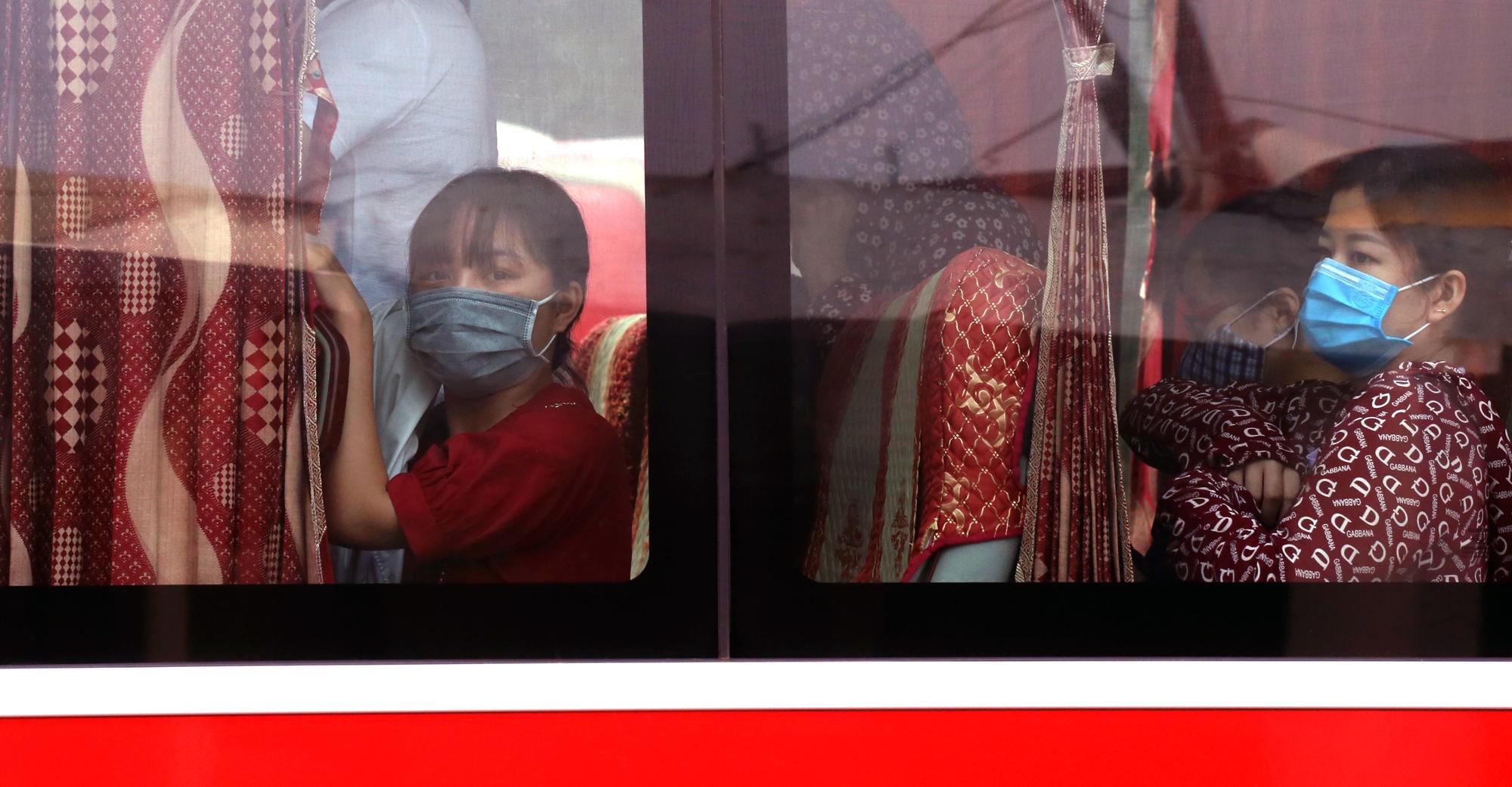 Vận tải khách trở lại bình thường, bến xe ở Hà Nội vẫn vắng vẻ - Ảnh 17.
