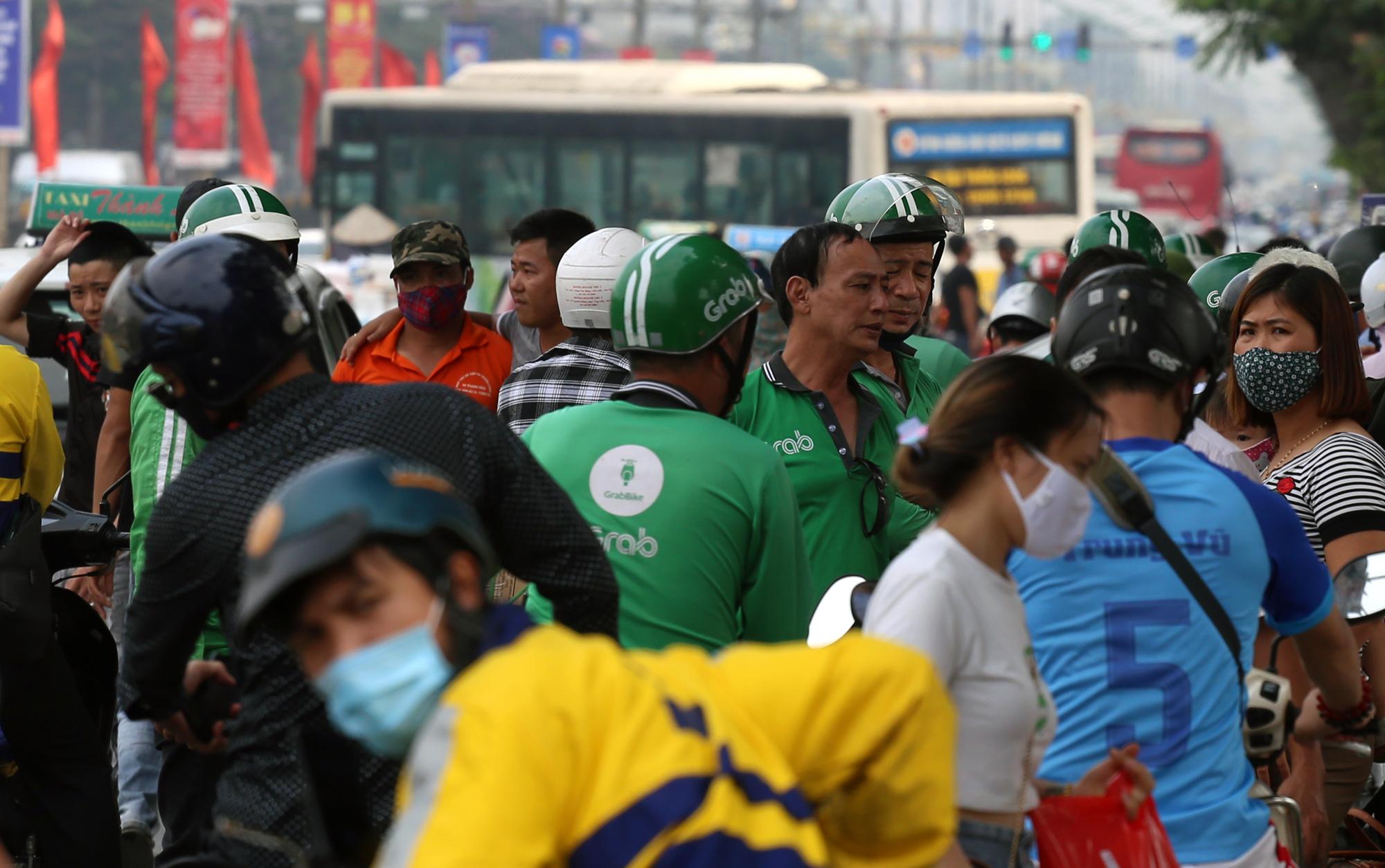 Vận tải khách trở lại bình thường, bến xe ở Hà Nội vẫn vắng vẻ - Ảnh 21.