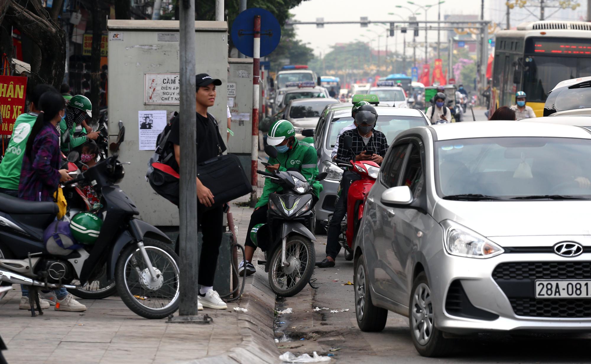 Vận tải khách trở lại bình thường, bến xe ở Hà Nội vẫn vắng vẻ - Ảnh 22.