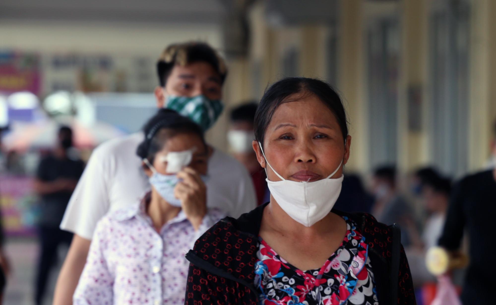 Vận tải khách trở lại bình thường, bến xe ở Hà Nội vẫn vắng vẻ - Ảnh 6.