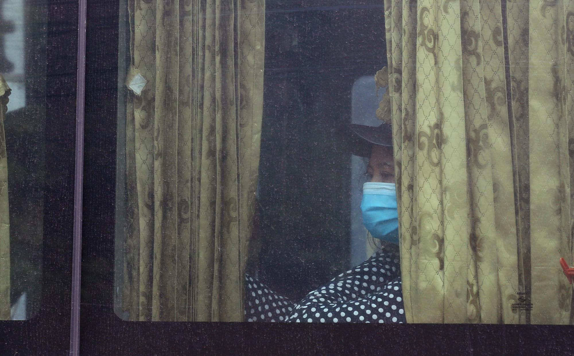Vận tải khách trở lại bình thường, bến xe ở Hà Nội vẫn vắng vẻ - Ảnh 9.