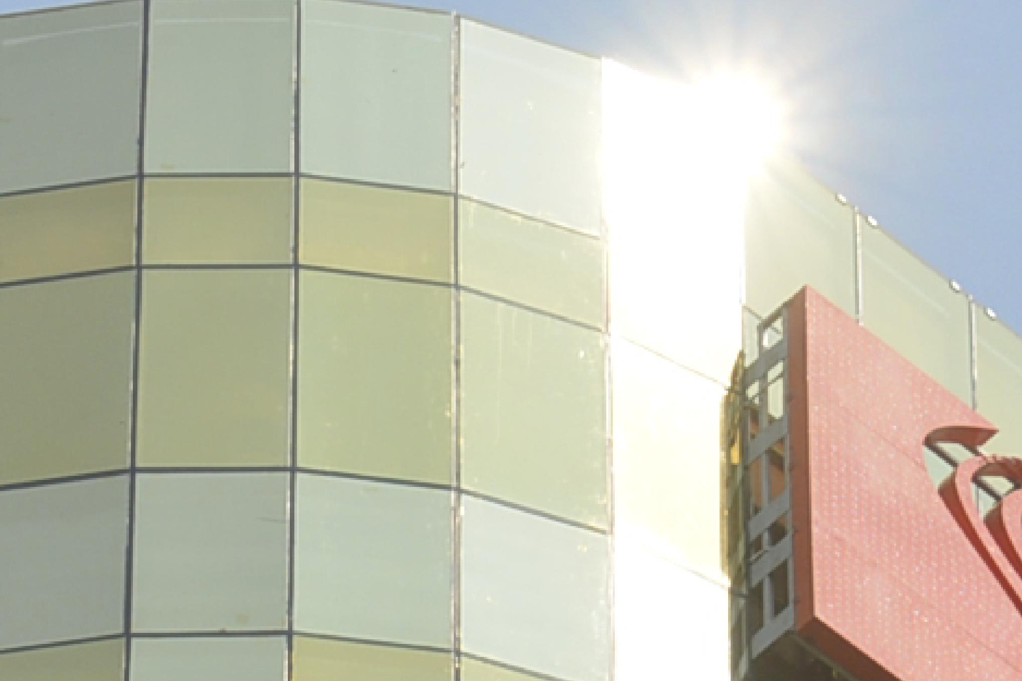 Hai tòa nhà ở Đà Nẵng lắp kính vàng không đúng qui định, người dân chói mắt khi trời nắng - Ảnh 4.