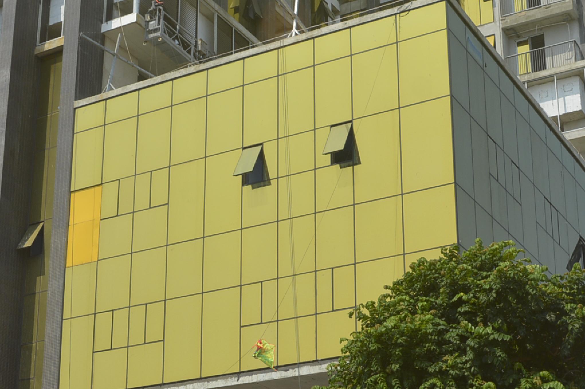 Hai tòa nhà ở Đà Nẵng lắp kính vàng không đúng qui định, người dân chói mắt khi trời nắng - Ảnh 9.