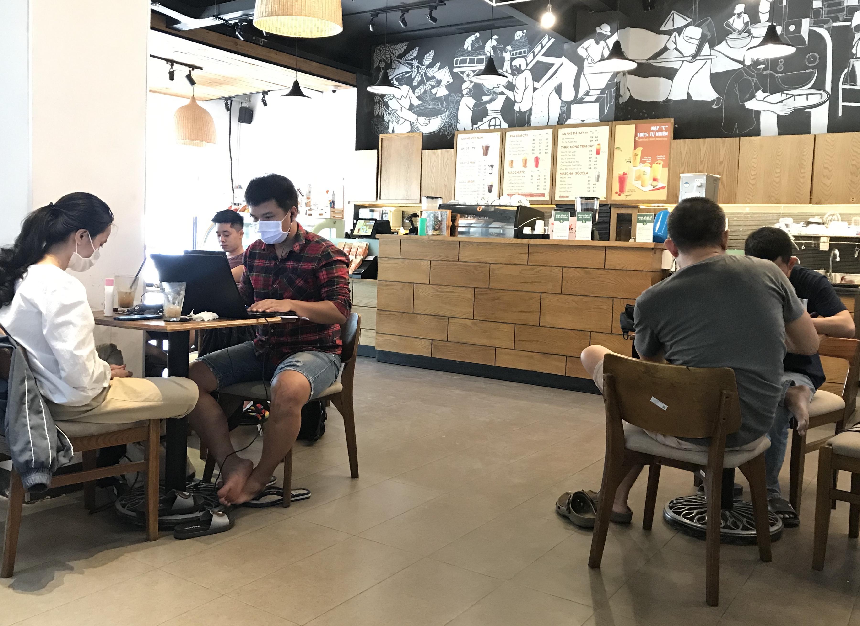 Thủ tướng cho phép bỏ quy định giãn cách tại nhà hàng, quán ăn - Ảnh 1.