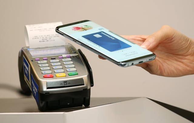 Samsung ra mắt thẻ ghi nợ cạnh tranh với Apple Pay vào mùa hè này - Ảnh 1.