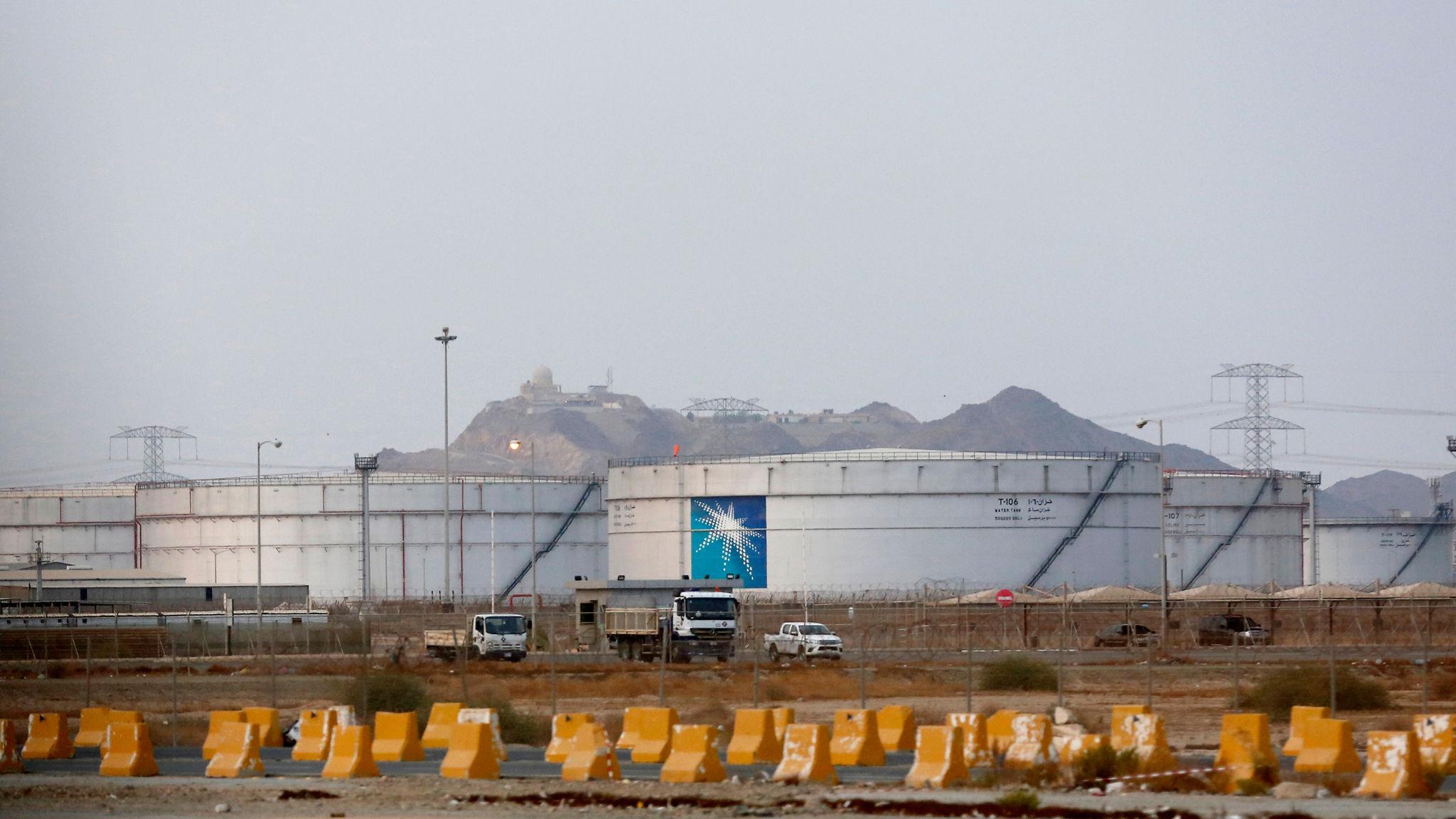 Giá dầu 'lại' giảm trước tình hình bạo loạn ở Mỹ, bất chấp các tiến triển về cuộc họp OPEC+ - Ảnh 1.