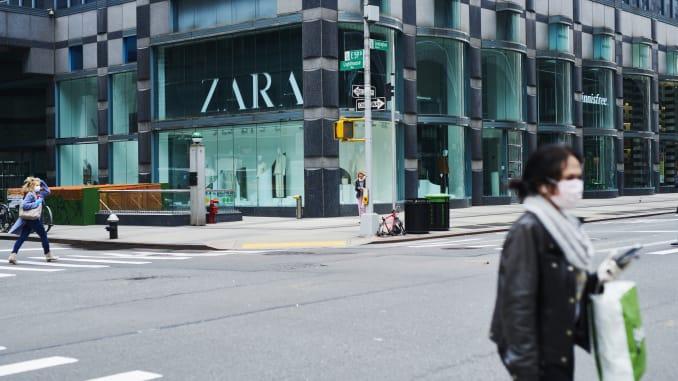 Tập đoàn thời trang lớn nhất thế giới, Inditex, lần đầu tiên báo lỗ mặc dù doanh số bán hàng online tăng mạnh - Ảnh 1.