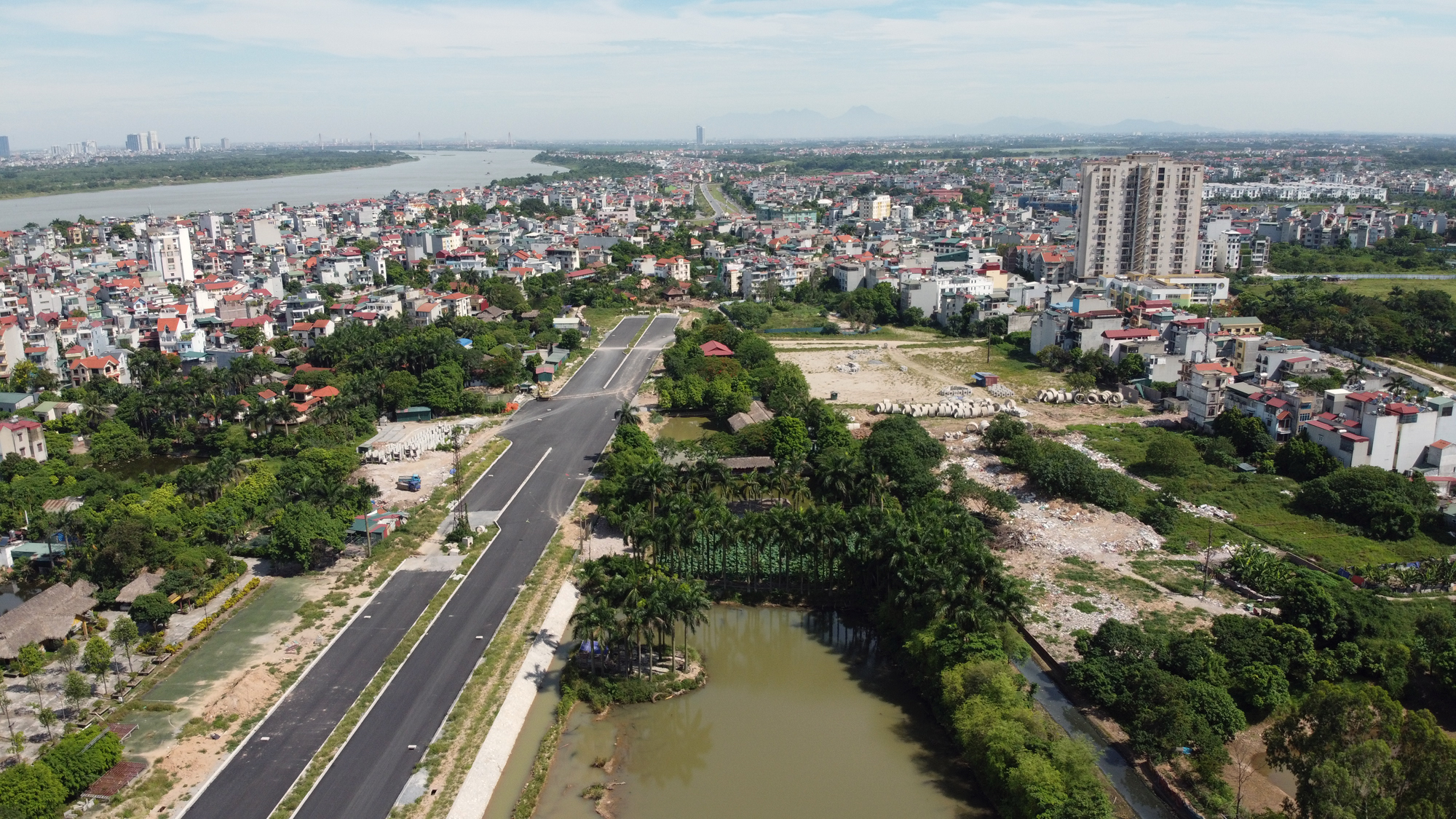Đường ngàn tỉ nối Ngọc Thụy - Nguyễn Văn Cừ ở quận Long Biên mới làm được vài trăm mét - Ảnh 17.