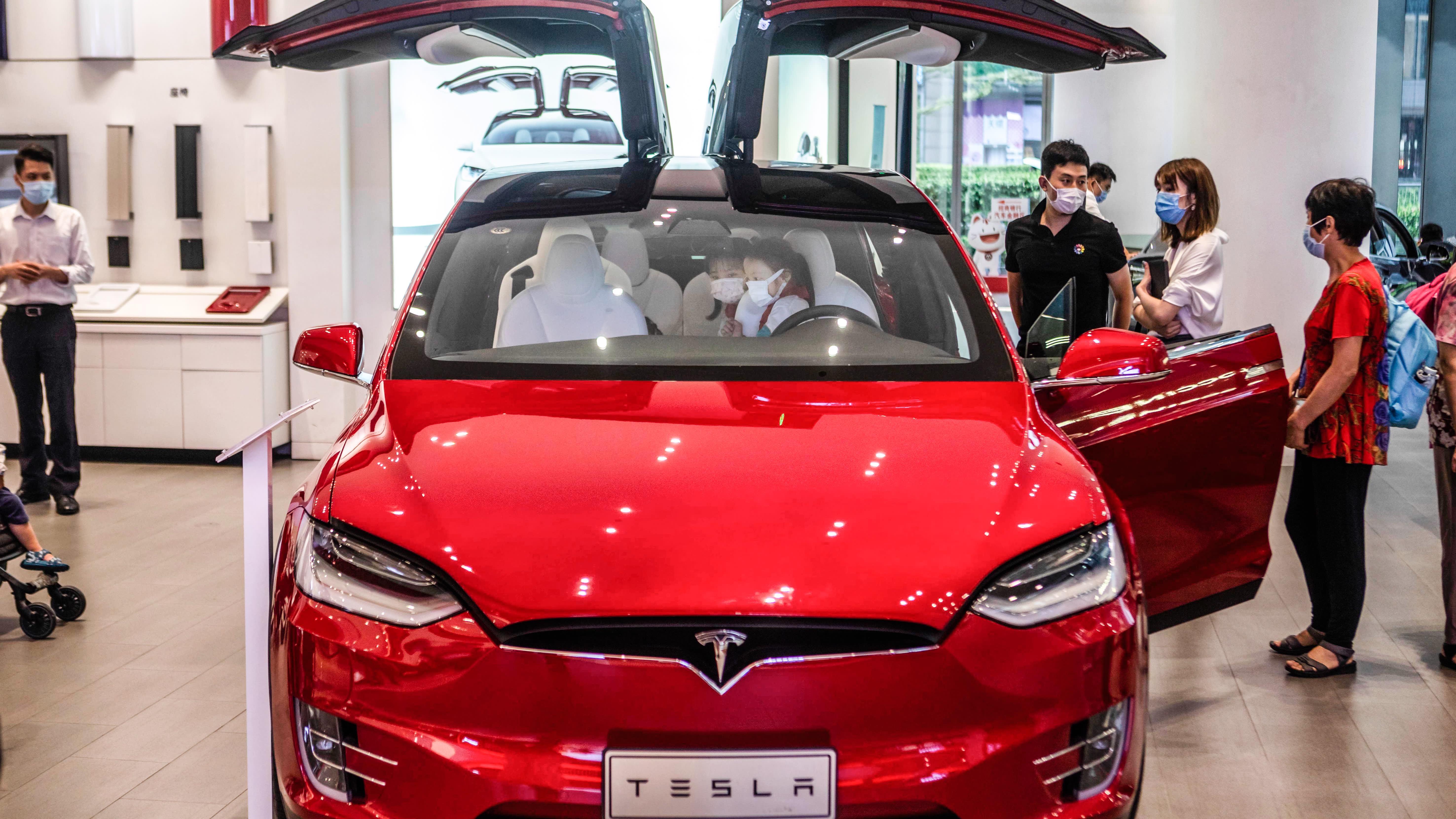 Lần đầu tiên sau 2 năm, doanh số bán ô tô Trung Quốc bất ngờ chứng kiến mức tăng trưởng trở lại - Ảnh 1.