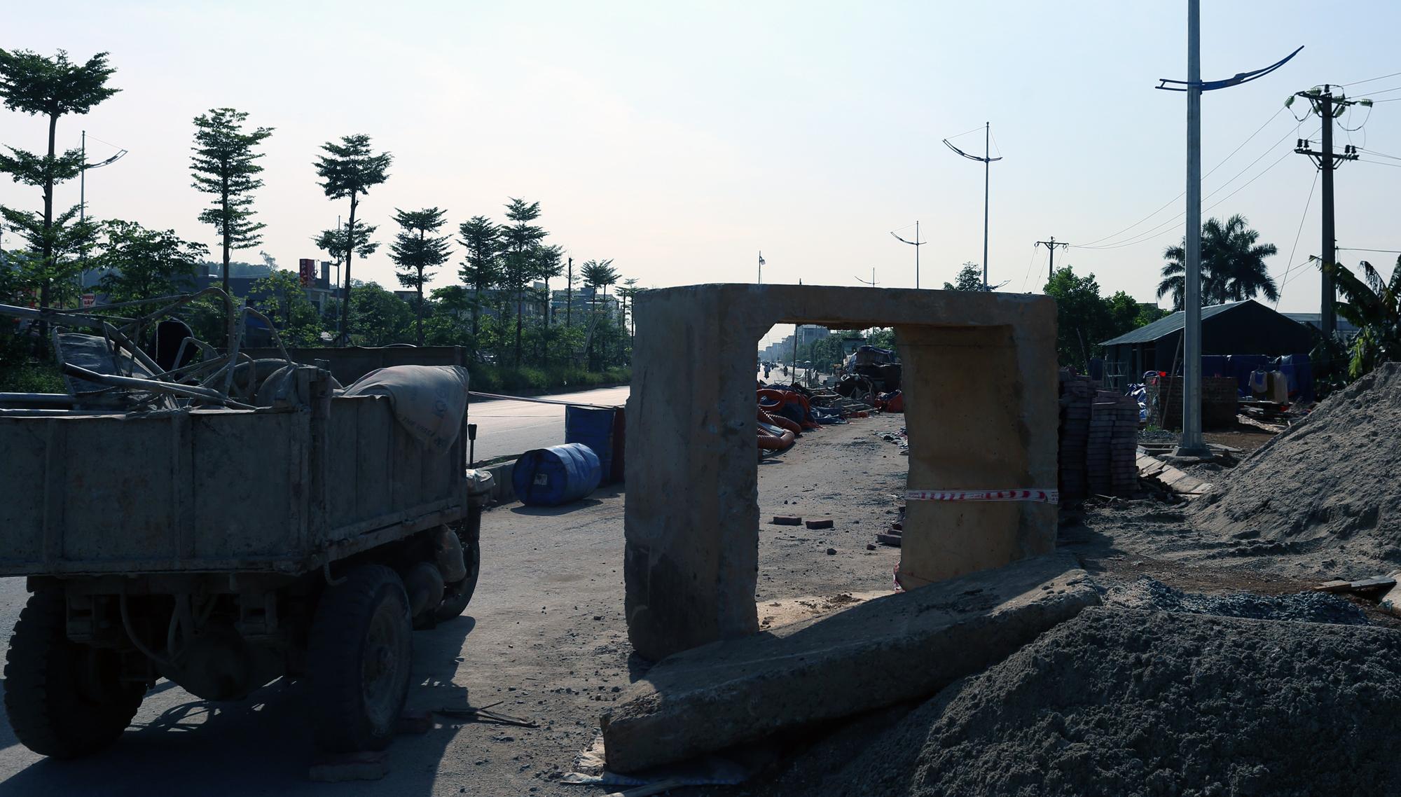 QL6 - cửa ngõ Thủ đô duy nhất chỉ có 2 làn xe vẫn là công trường dang dở sau 10 năm phê duyệt dự án cải tạo, nâng cấp - Ảnh 16.