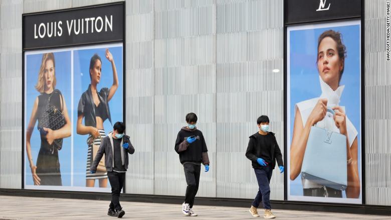 Doanh số bán lẻ hàng hóa xa xỉ của một số hãng tăng 90% trong tháng 5 so với cùng kì năm ngoái - Ảnh 2.