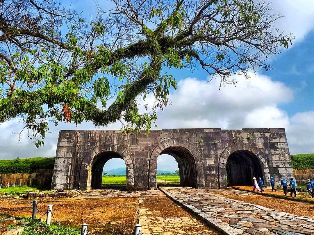 Di sản thế giới Thành nhà Hồ giảm giá vé để hút khách tham quan - Ảnh 1.