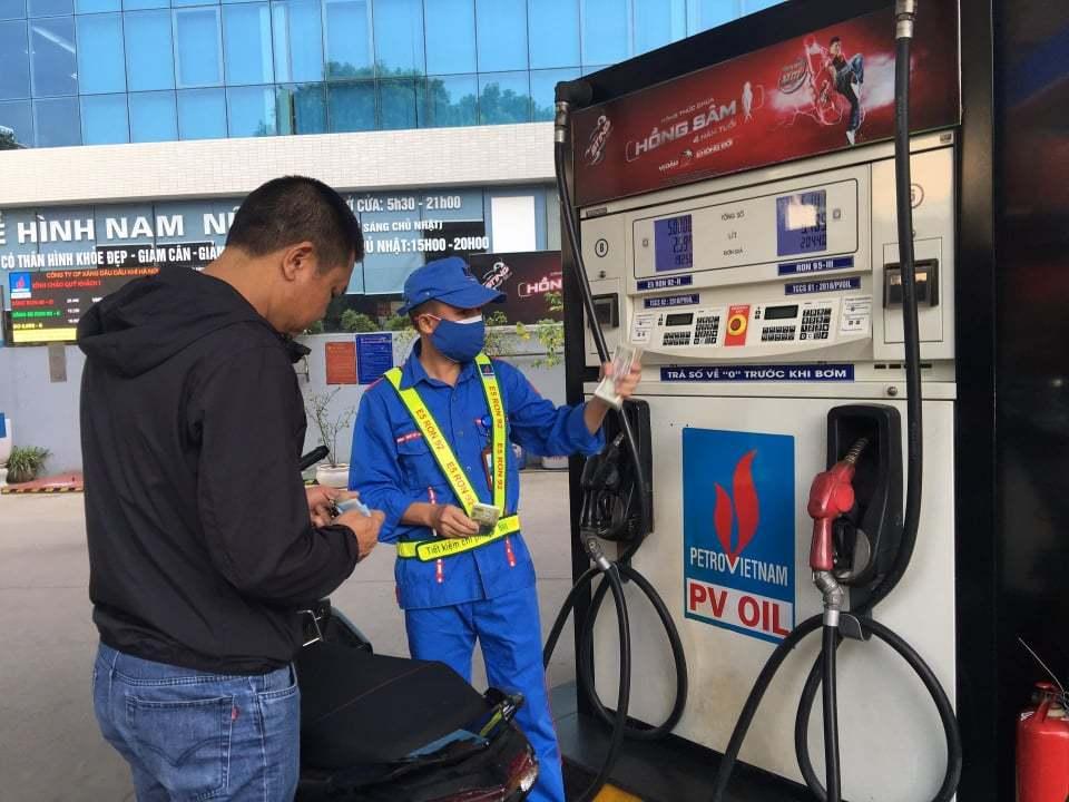 Tình huống đáng ngờ, có tiền không mua nổi xăng dầu chạy máy - Ảnh 1.
