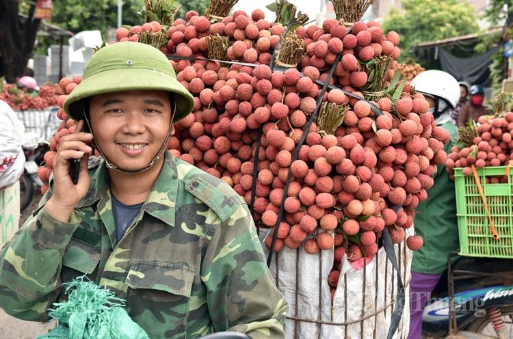 Vải thiều sớm Bắc Giang đã bán hết, có lúc giá lên đến 45.000 đồng/kg - Ảnh 1.