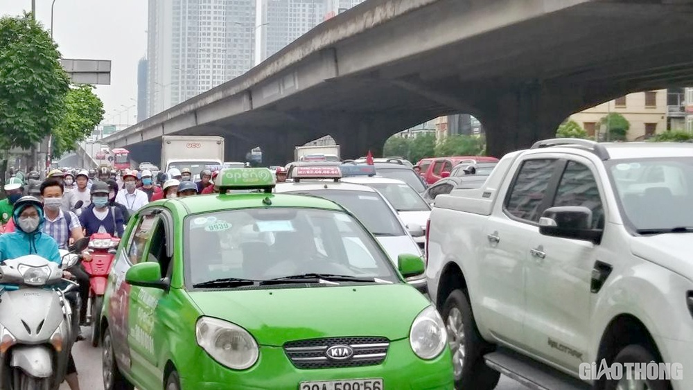 Hà Nội dồn lực giảm ùn tắc giao thông - Ảnh 2.